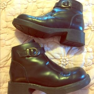 Dr. Marten Ankle Boots Classic Style
